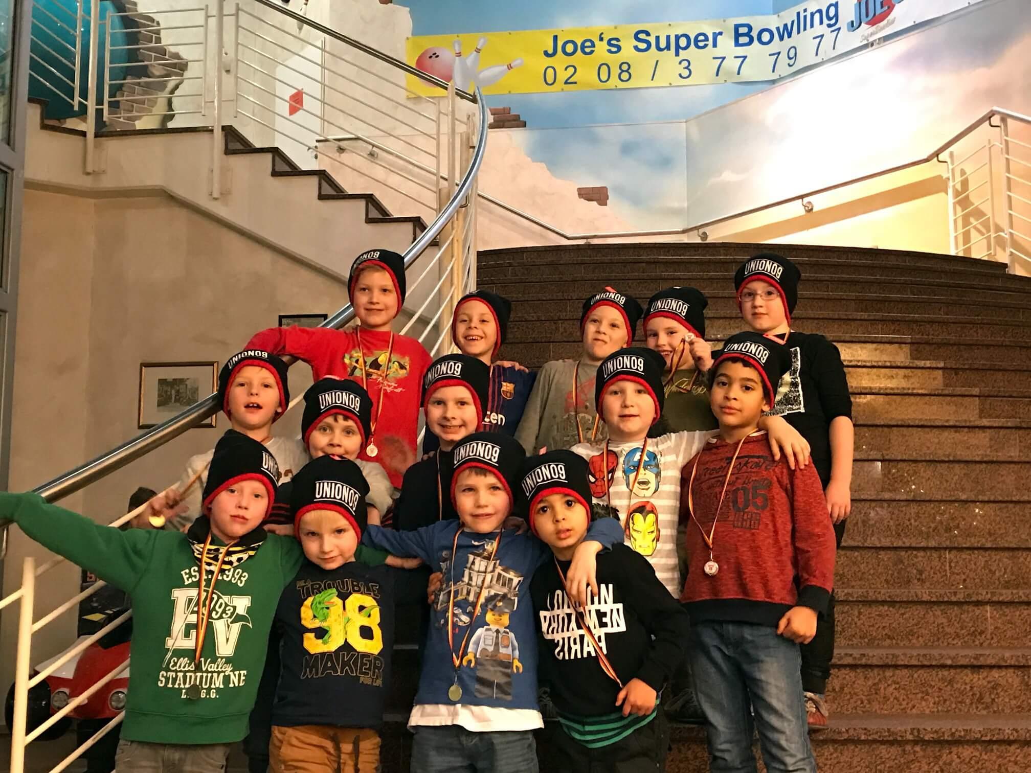 Bambinis feiern im Joe's Bowling Center