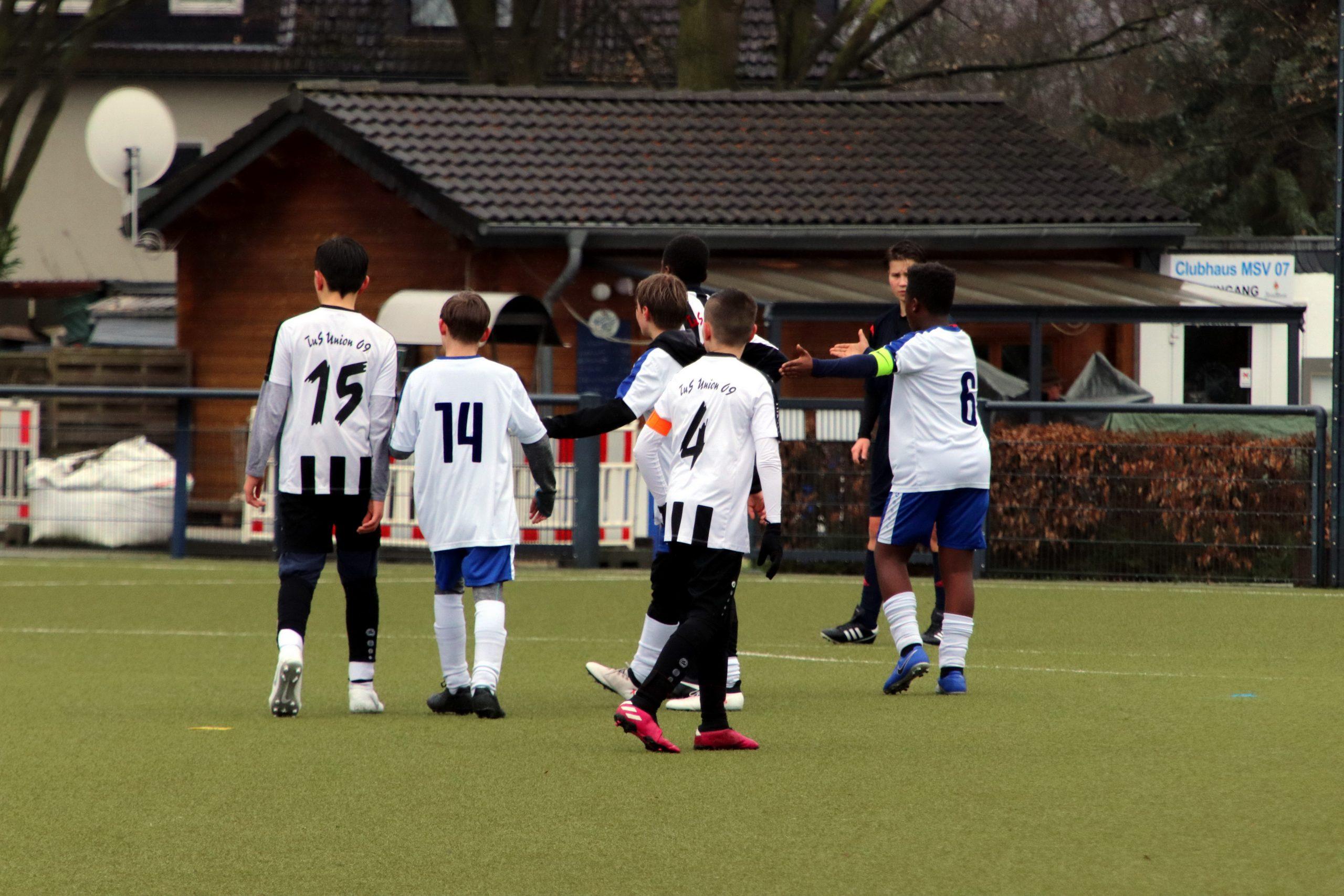 D2 – gewinnt 0:2 am Saarnberg.